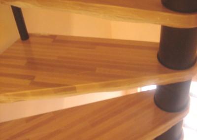 Escalera caracol de ámbito cuadrado M64, sin barandilla.