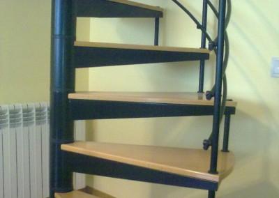Escaleras caracol con madera Modelo M8 barandilla H3