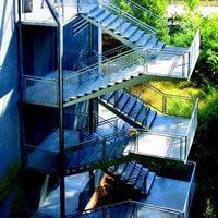 Escalera de Evacuación en Edificio de Uso Docente