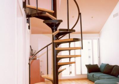 Escaleras caracol con madera Modelo M1 barandilla TC.