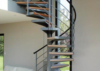Escaleras caracol con madera Modelo M1 barandilla H4.