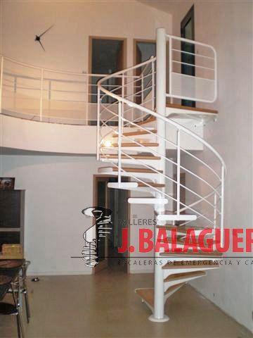 Escaleras caracol con madera Modelo M1 barandilla H4 y Pasamano metálico
