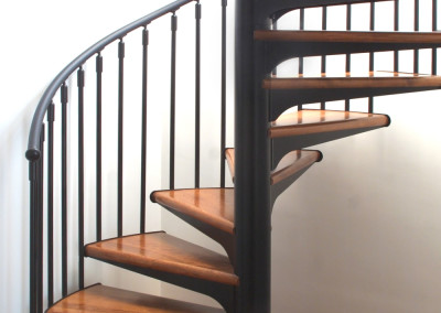 Escaleras caracol con madera Modelo M1 barandilla Triple