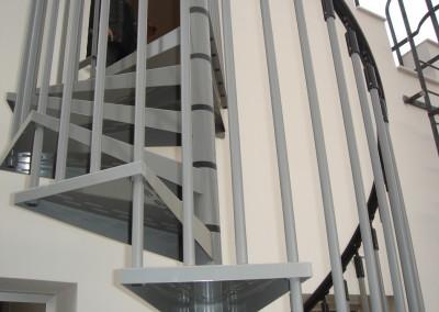 Escaleras caracol metálica M7 barandilla Triple.