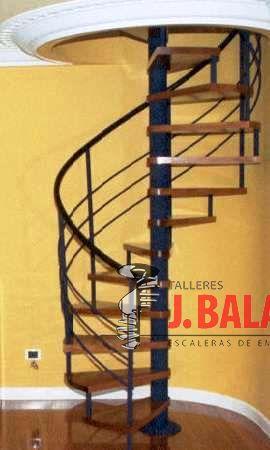 Spiraal trappen met houten treden Model M4