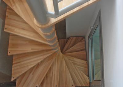 Spiraal trappen met houten treden Model M64