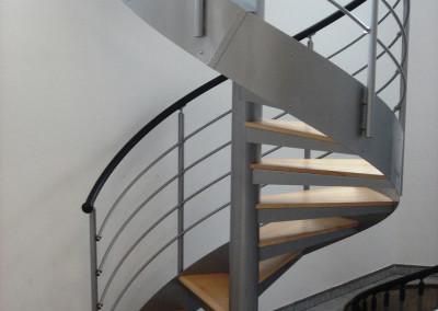 Spiraal trappen met houten treden Model MGD net hout