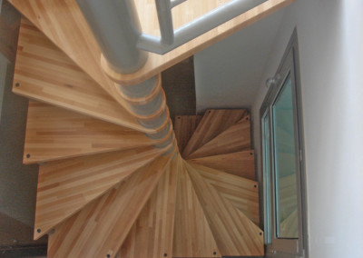 Spiral stairs with wooden steps Modelo M64