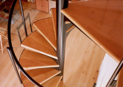 Spiral stairs with wooden steps Model M6